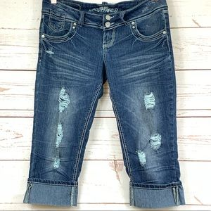 ALMOST FAMOUS cuffed Capris S-9 distressed shorts